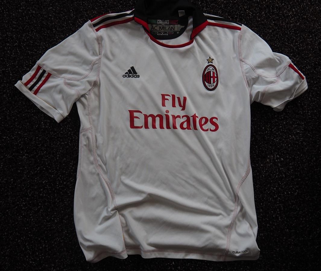 AC Milan Away 2010/11 Robinho Fanshop